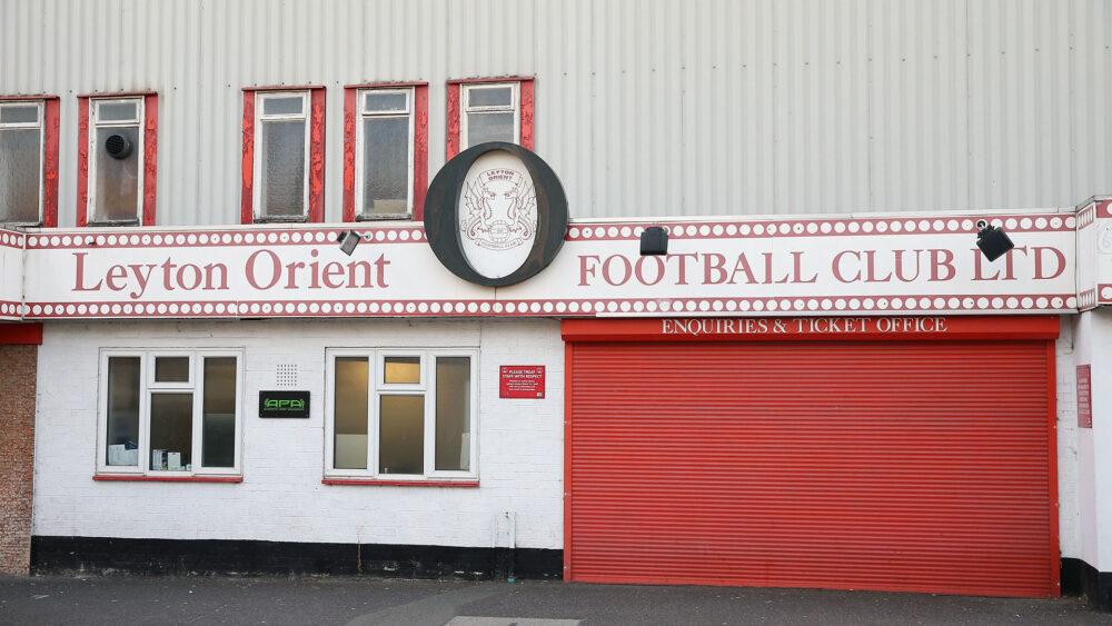 Com maioria dos jogadores do Leyton Orient com COVID-19, jogo contra Tottenham é cancelado