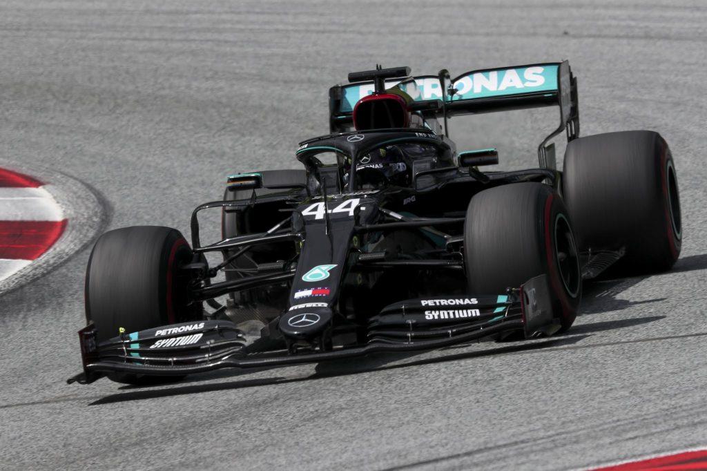 Hamilton e sua Mercedes na Estíria (crédito: Mercedes / Twitter)